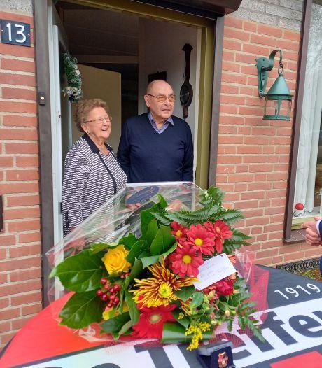 Al 80 jaar lid van de Treffers, de Groesbeekse club ontwierp een speld speciaal voor Geer