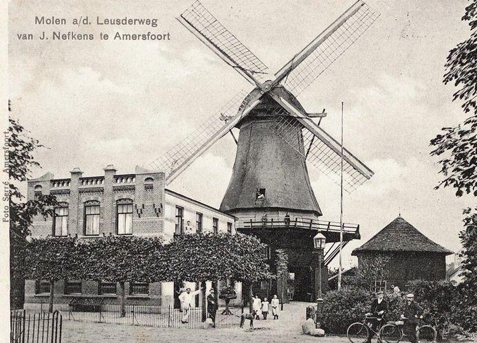 Windkorenmolen De Gunst van Jan Nefkens, uit 1872, stond aan de Leusderweg ter hoogte van de Bemmelstraat (voorheen: Molenstraat). Hij is in 1913 afgebroken en overgebracht naar het Drentse Sleen. Daar is de molen weer opgebouwd en kreeg hij de naam De Hoop.