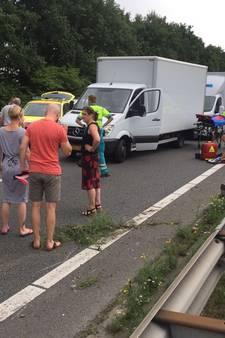 Motorrijder raakt gewond bij ongeluk op A28