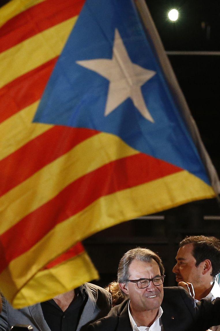 Artur Mas viert de overwinning. Hij is niet het type politicus dat gemakkelijk zal opstappen voor de goede zaak. Beeld ap