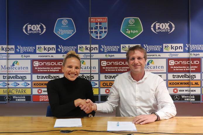 Beau Rijks heeft haar toekomst verbonden aan PEC Zwolle Vrouwen en daar is Arjan Jansen, directeur Regio Zwolle United,  tevreden over.