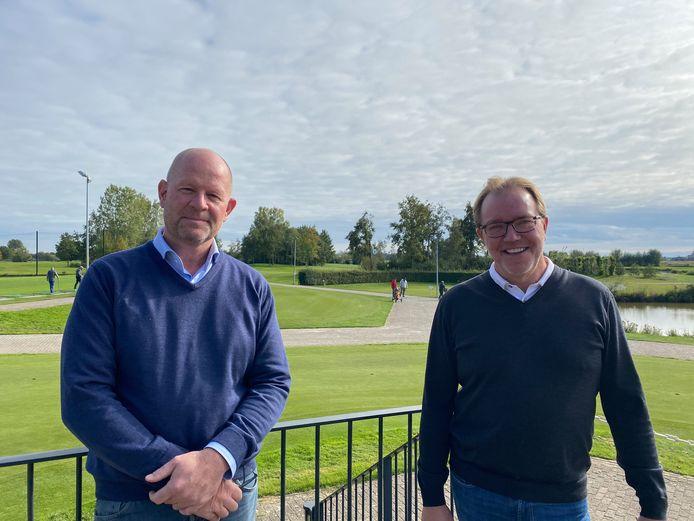 """""""Steeds meer golfparken besteden het beheer van de golfbaan uit en richten zich op hun corebusiness, de exploitatie"""", zeggen Joris Slooten (l) en Henk Schaap."""