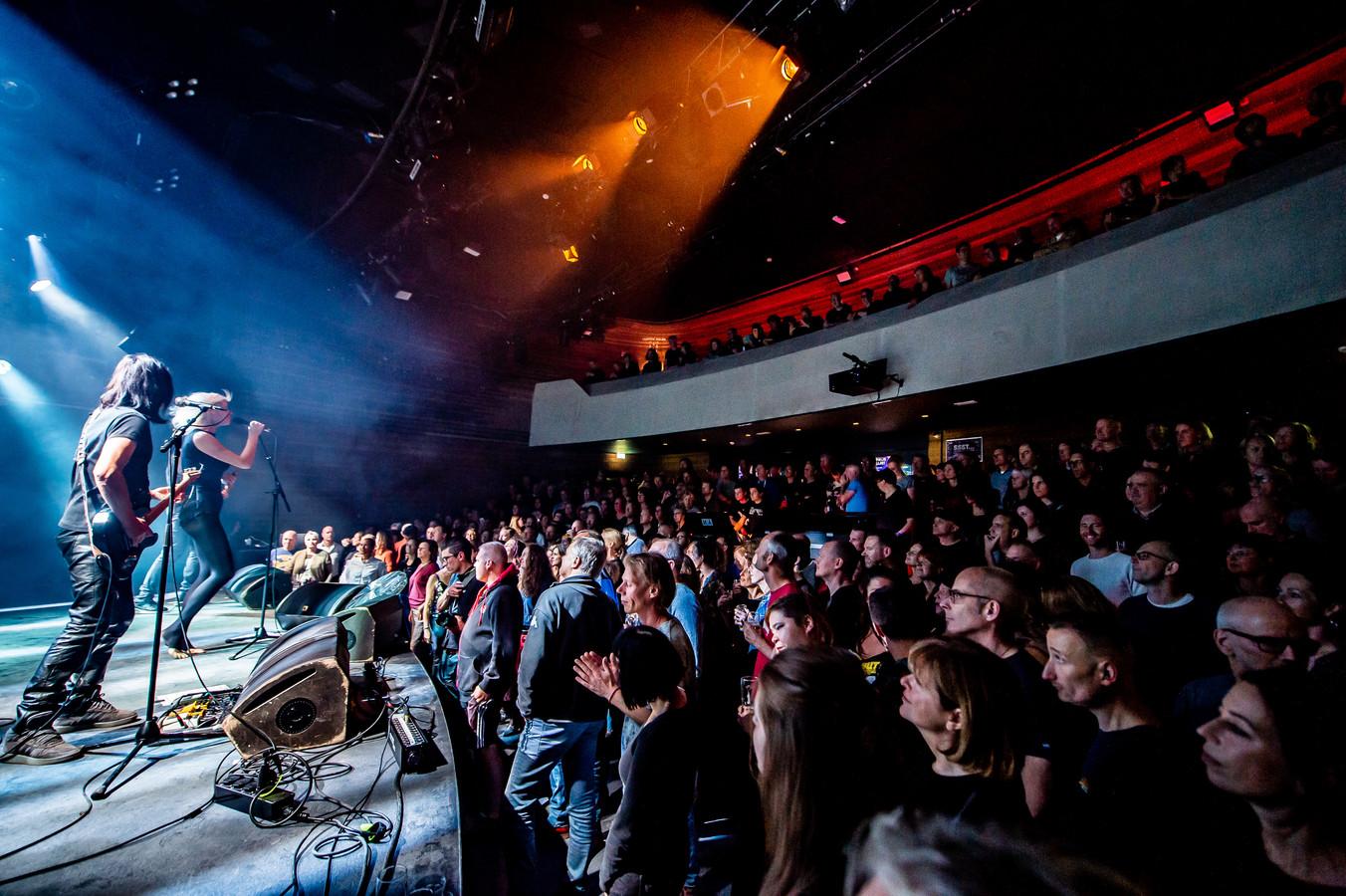 Het optreden van Vive la Fête in een goed gevulde Mezz.