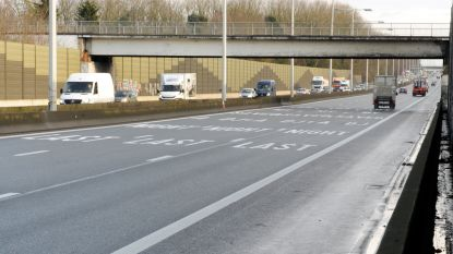 Geldboete voor bestuurder die met lichte vrachtwagen vier kilometer lang op linkerrijstrook op E40 bleef rijden
