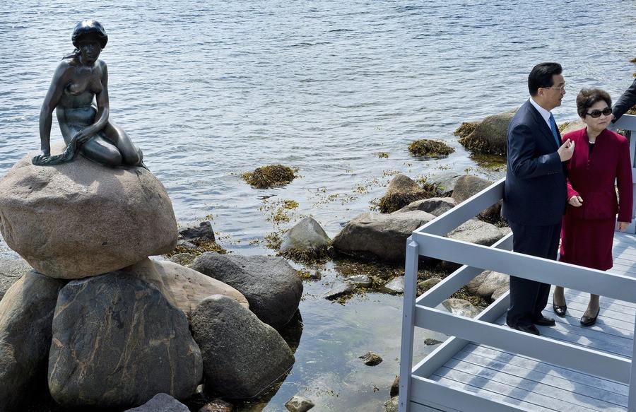 Zeemeermin Viert 100ste Verjaardag Foto Ad Nl