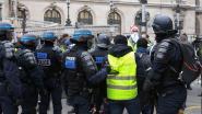 """Franse regering stelt kalender op om overuren van """"uitgeputte"""" ordepolitie uit te betalen, ook de post kent werknemers premie toe"""