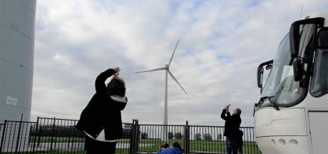 Twintig raadsleden gaan samen met 'Eerlijk over Heesch West' naar windturbines kijken