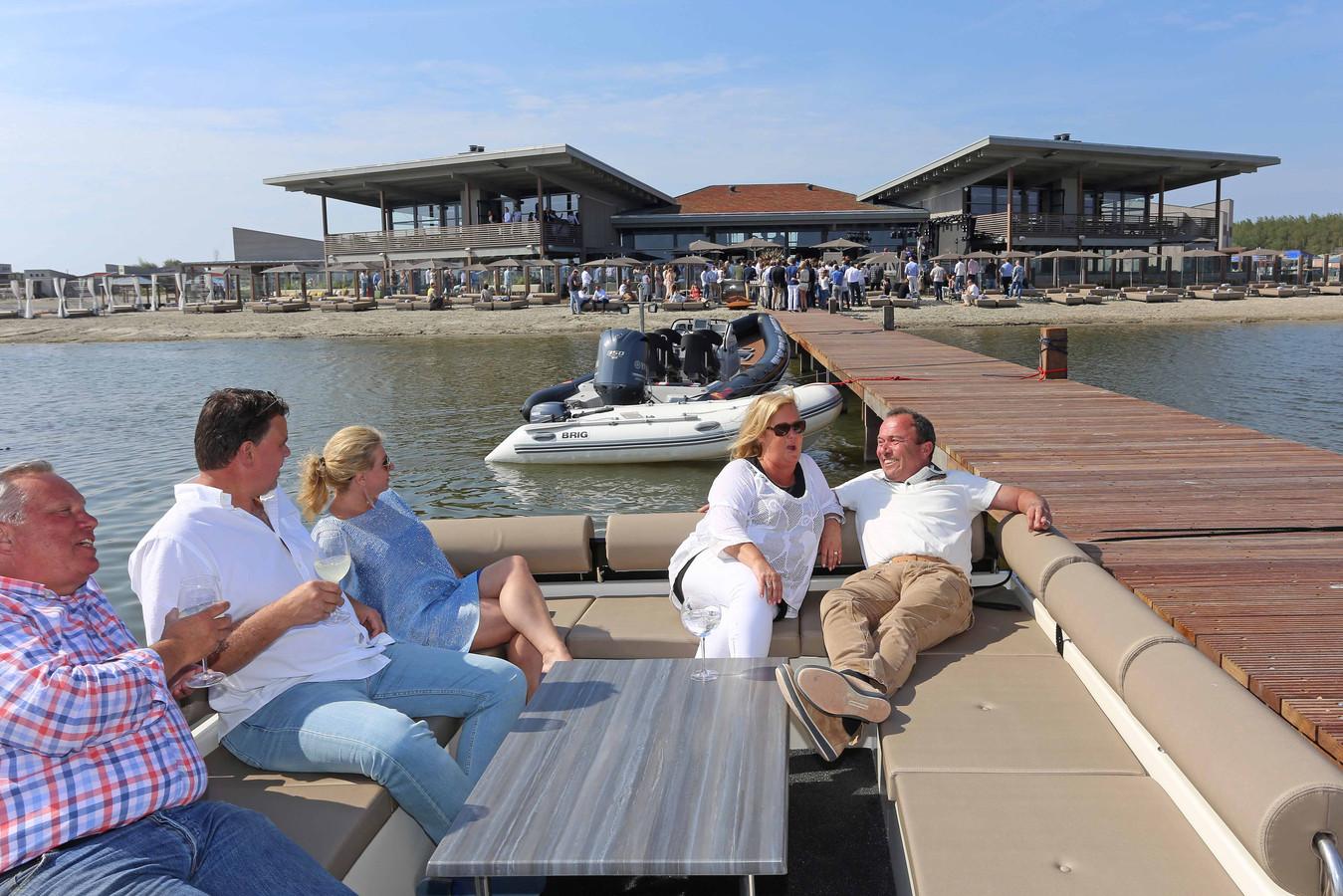 Werelds is in de zomer heerlijk met terrassen op het water