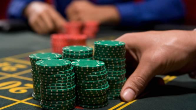 Politie legt pokertoernooi in Hasselt met 30 mensen stil