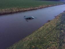 Auto te water in Bergentheim,  bestuurder uit auto gehaald