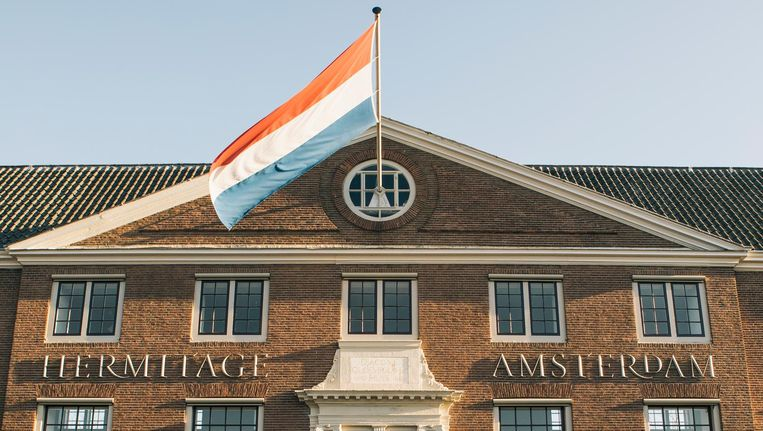 De ingang van de Hermitage aan de Amstel, ooit de ingang van het Amstelhof, in 1680 opgeleverd als wooninstelling voor arme ouderen. Beeld Marcel Wogram