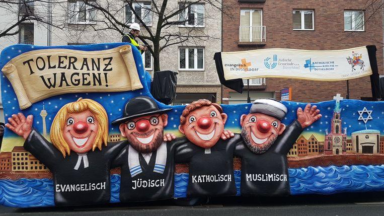 De tolerantiewagen in de Duitse stad Düsseldorf tijdens carnaval.
