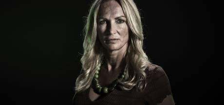 Zwolse coffeeshophoudster Sandra (51) strijdt in Expeditie Robinson: 'Waanzinnige ervaring'