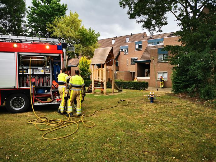 Een bewoner van een huis aan de 23ste straat Gildekamp in Nijmegen werd overgedragen aan de hulpverlening nadat hij de gaskraan had opengedraaid.