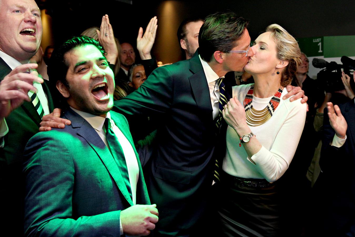 Joost Eerdmans viert de overwinning met zijn vrouw Femke.