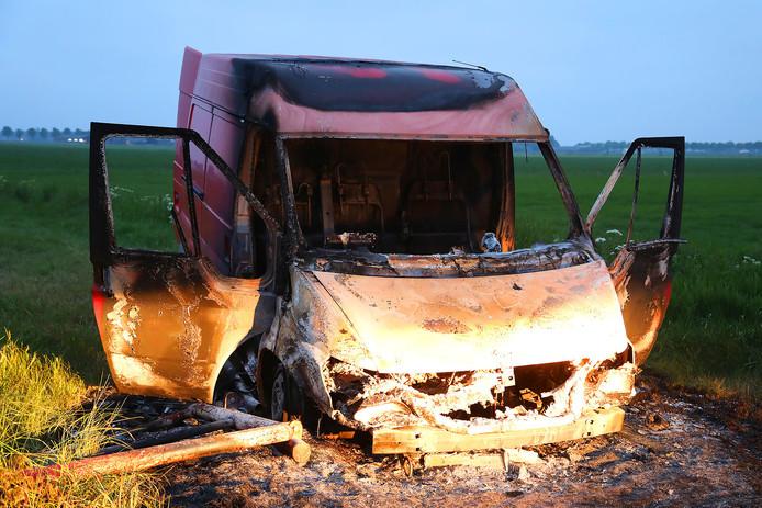 Uitgebrande bestelbus in Lithoijen