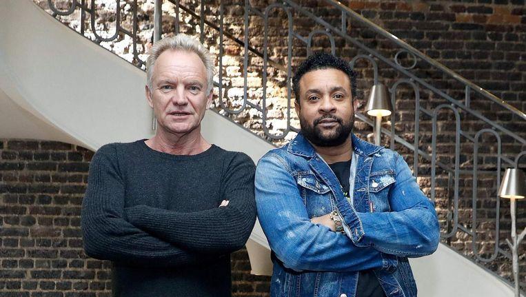 Besmettelijk, zo'n gezamenlijk album. Sting en Shaggy nemen nu ook dezelfde houding aan voor de camera. Beeld Patrick Kovarik/AFP