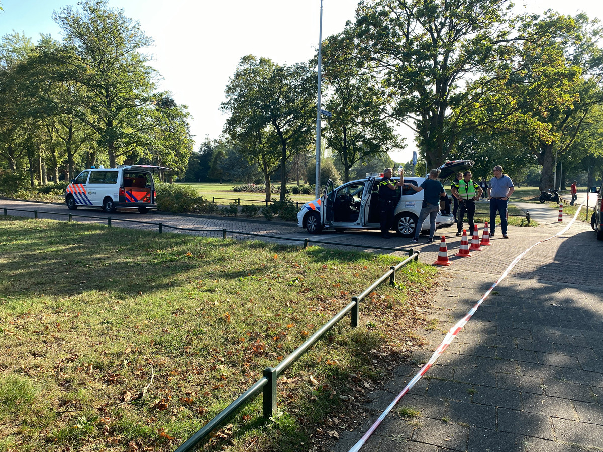 Politie heeft een deel van de Slotemaker Bruïneweg in Nijmegen afgezet om een mogelijk geweldsincident.