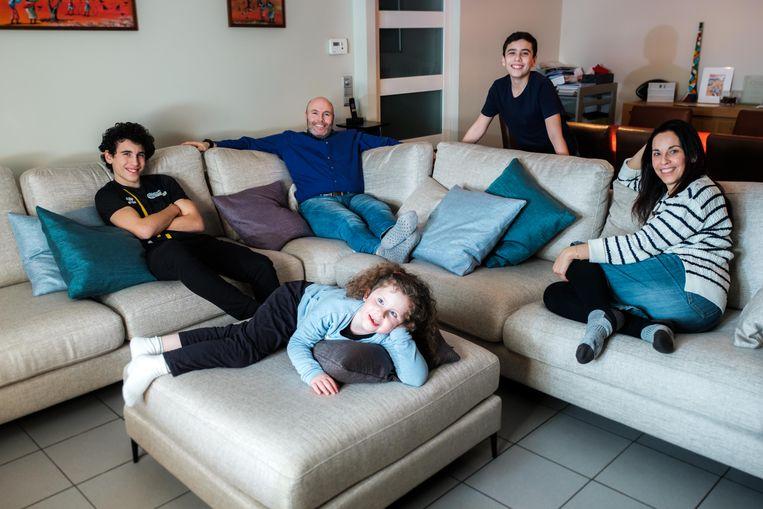 De familie Smilkstein uit Edegem zijn sofahosts. Ari, Kayleigh, Sean, Joshua, Tonia zijn klaar om gasten te ontvangen in hun zetel.