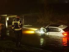 Auto te water bij Zwolle: veroorzaker doorgereden
