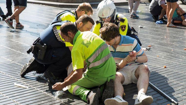 Op de Ramblas, het populaire uitgaansgebied in het centrum van Barcelona, reed donderdag een bestelbus in op voetgangers. Beeld ANP