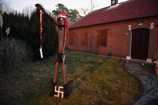 Onderzoek Naar Belgische Hitlerfan 75 Die Huis Versiert Met