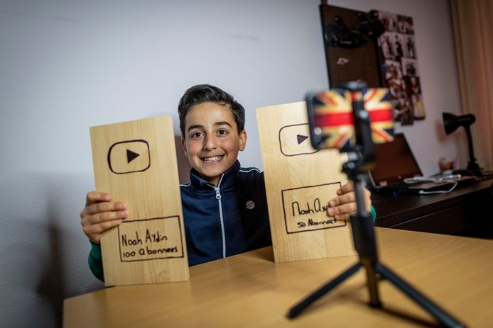 Noah Aydin (11) uit Enschede ging in coronatijd langs de deuren. Niet om geld in te zamelen of post te bezorgen, maar om te vragen of mensen zich wilden abonneren op zijn YouTube-kanaal. Want Noah heeft een droom; beroemd worden met zijn video's.