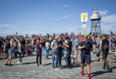 Duizenden 'pokemon trainers' kwamen vorig jaar naar Kijkduin om het populaire spel te spelen.