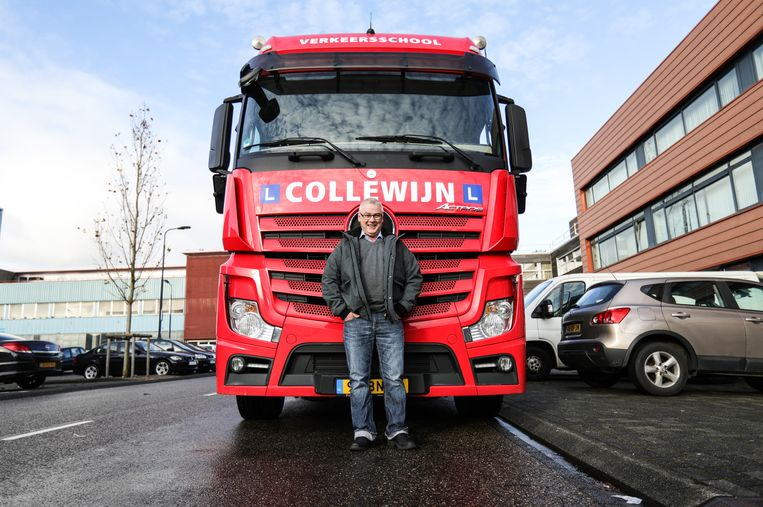 Gerrie Gelmers heeft zijn vrachtwagen rijbewijs gehaald Beeld Eva Plevier