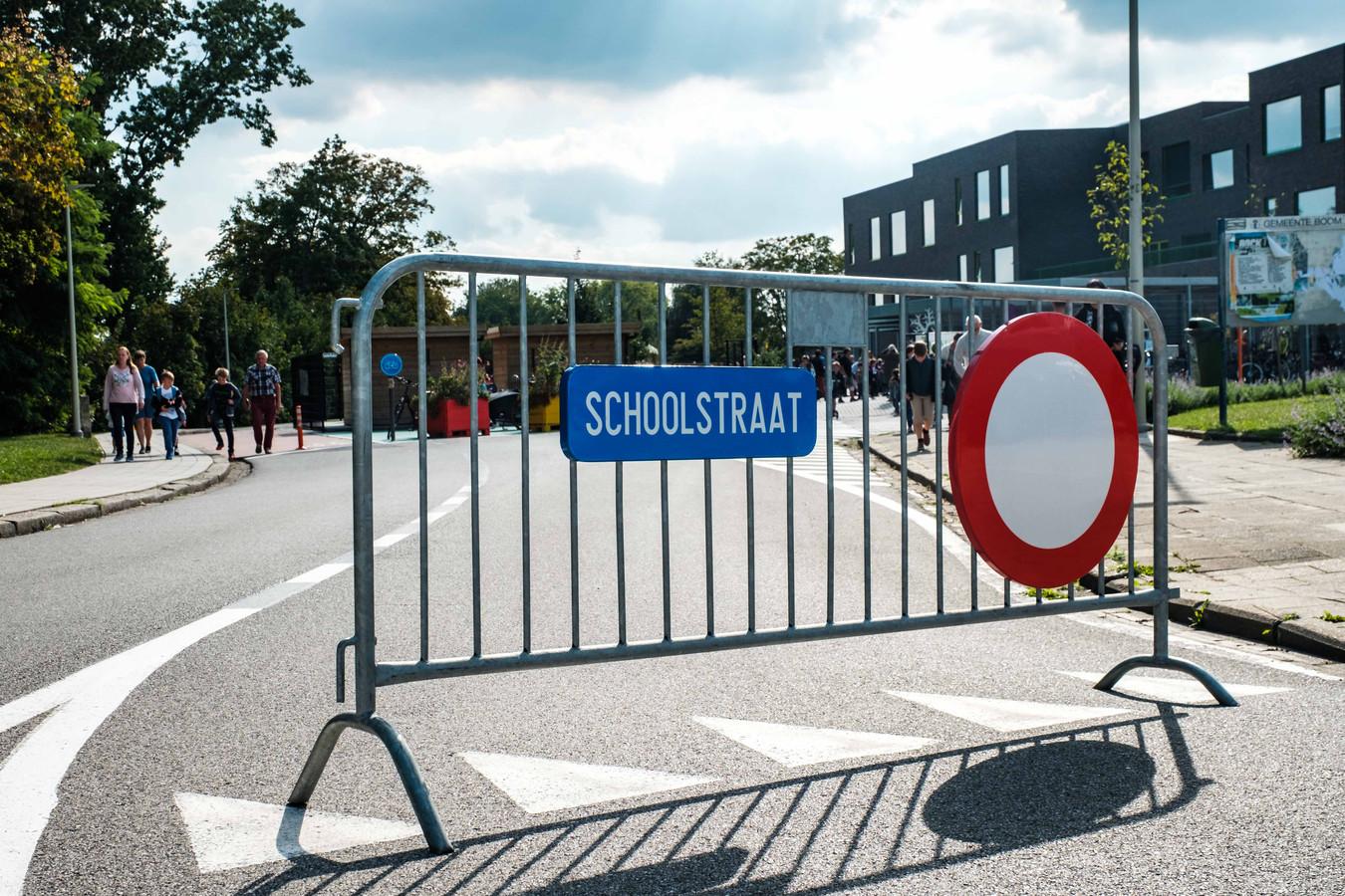 Aan basisschool De Reuzenboom werd als eerste een zogenaamde schoolstraat ingericht.
