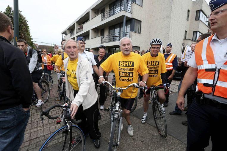 Eric van Rompuy en Wouter Beke met 'BHV gesplitst' T-shirt