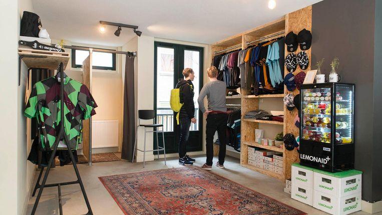 Joost Hiemstra: 'De Van Woustraat was ook een optie, maar daar wil je als fietser eigenlijk gewoon wegblijven' Beeld Charlotte Odijk
