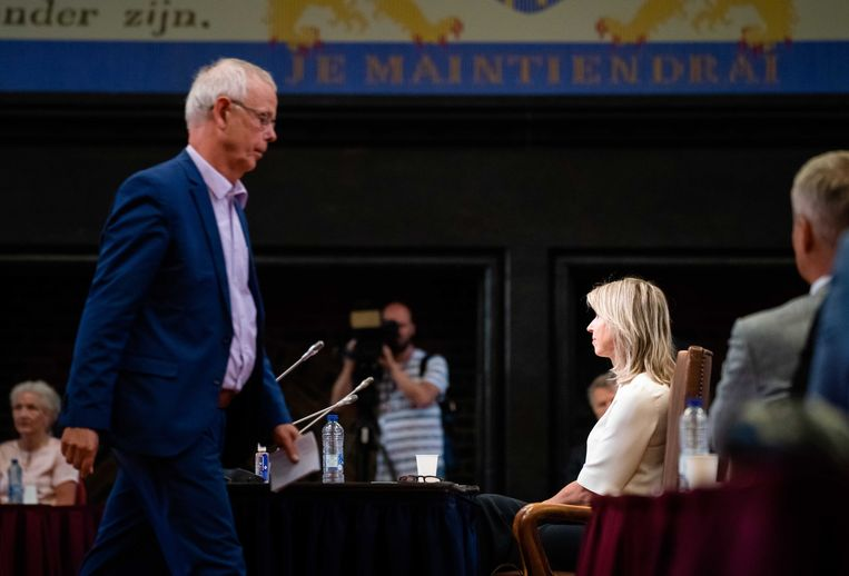 Minister Kajsa Ollongren (Binnenlandse Zaken) en SP-senator Tiny Kox vorige week tijdens de stemming over een motie van afkeuring die de SP samen met andere oppositiepartijen indiende. Beeld ANP