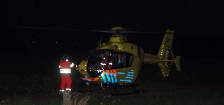 Man met hoogwerker uit woning gehaald in Kaatsheuvel, traumahelikopter was ter plaatse