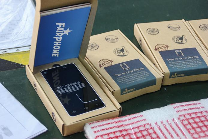 Het bedrijf Fairphone maakt mobiele telefoons waarvan de camera en speakers vervangbaar zijn, een goed voorbeeld van de kringloopeconomie.