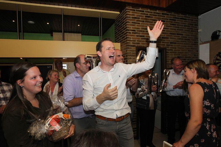 Tony Vermeire op 14 oktober blij met de verkiezingsoverwinning... en nu met het extra geld.