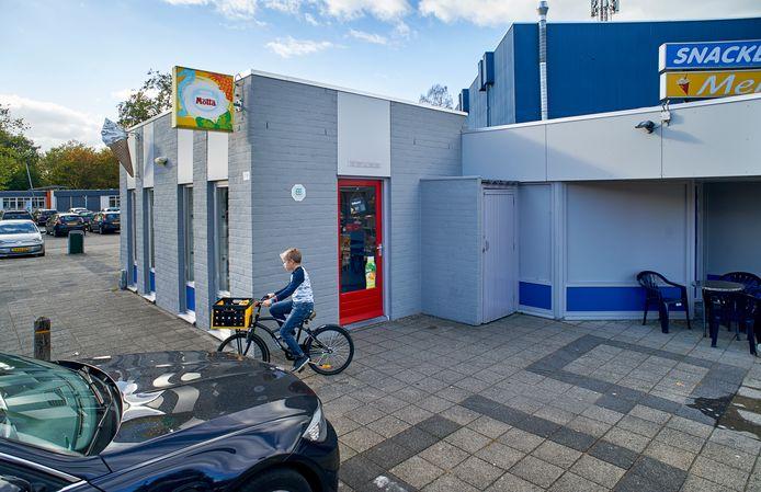 Snackbar Melle aan Germenzeel in Uden mag tot maart 2021 blijven zitten. Dan worden sporthal, wijkgebouw en frituur gesloopt.