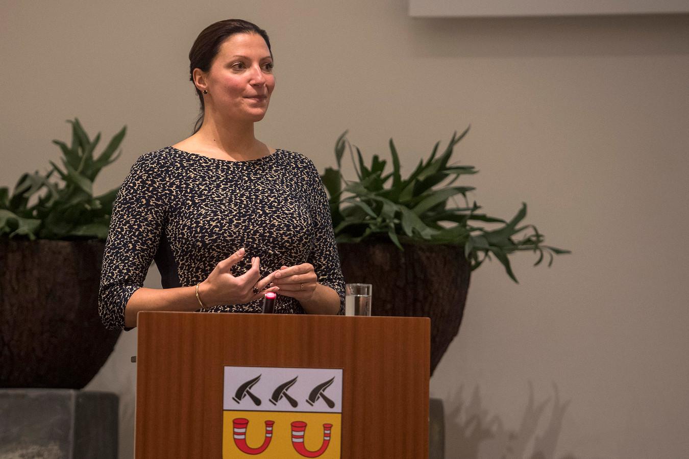 Hanne van Aart werd op 12 oktober gepresenteerd als de nieuwe burgemeester van Loon op Zand.