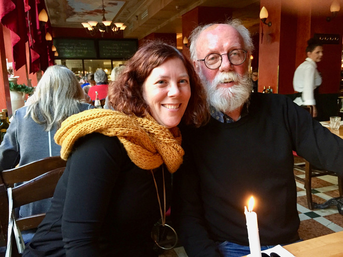 Schrijfster Titia Tournois en haar vader Leendert Maas.