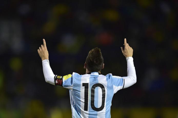 Met drie goals tegen Ecuador schoot Lionel Messi Argentinië hoogstpersoonlijk naar het WK in Rusland.