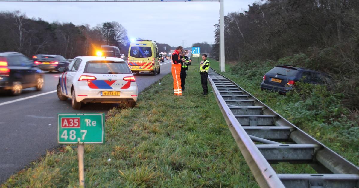 File na ongeval op A35; verkeer muurvast bij oprit Almelo.
