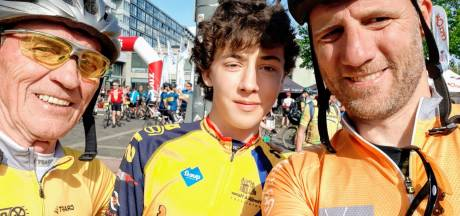 Drie generaties Tukkers fietsen 100 kilometer door Limburg: 'De jongste fietst ons eruit'