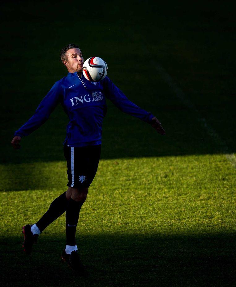 Van Persie tijdens de training in het Skonto stadion. Beeld ANP