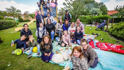 Ouders De Zilvermeeuw pikken sluiting niet en organiseren eigen picknick tijdens schoolfeest