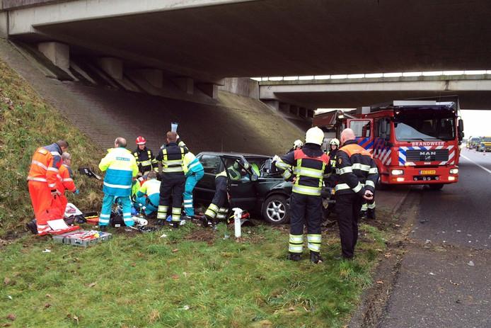 Door een aanrijding op het viaduct van de N397 over de A67 bij Eersel is een vrouw om het leven gekomen. Twee andere betrokkenen raakten gewond.