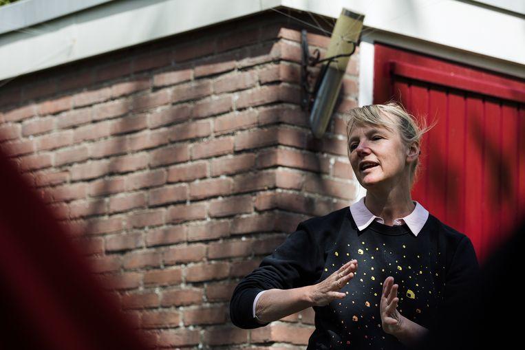 Laura van Dolron speelt haar monoloog Liefhebben. Beeld Natascha Libbert