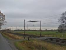 Voetganger overleden door aanrijding met trein op onbeveiligde overweg in Drenthe