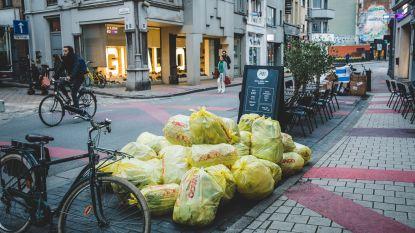 Walpoortstraat:  van winkelbuurt met terrassen tot vuilnisbelt