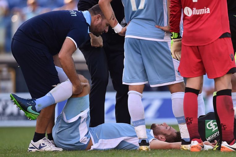 Een blessure voor Stefan De Vrij. Beeld ProShots