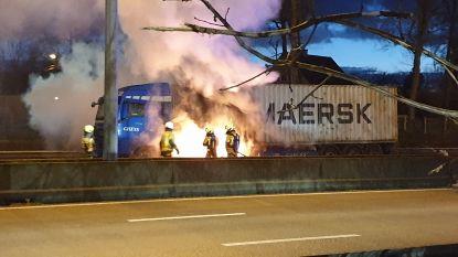 E313 afgesloten door brandende vrachtwagen